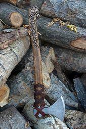 Skandinavische handgeschmiedeten Axt, mit geschnitzten Griff, von Hand gearbeitete Axt, Drakkar-Kopf