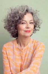 Einfache und stilvolle kurze Haarschnitte für ältere Damen