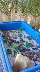Ein Dinosaurier und ein felsiges trockenes Flussbett. Schöne Aktivität für Kinder. – Wohnen und Leben
