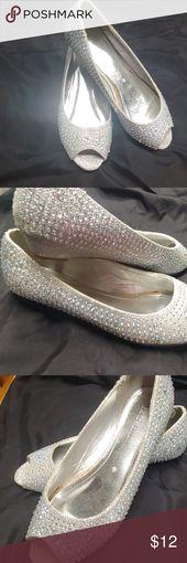 """Davids Bridal 7,5 US Schöne Silber Peep Toe 1 """"Keil. Größe 7,5 einige Ware …"""