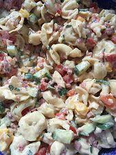 Tortellini – salad with tomatoes and ham