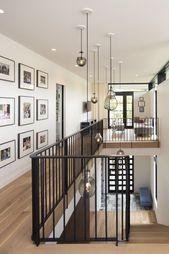 Gegenteilige Stile ziehen in einem modernen städtischen Seeheim eines Minneapolis-Paares an S