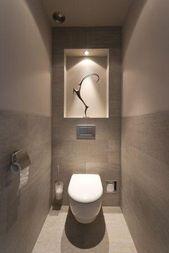 Nische mit Beleuchtung und Platz für Ersatz-Toile…