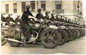 WW2 MILITARY TRANSPORT FOTO FRAUEN VERSAND FAHRER & ROYAL ENFIELD MOTORRÄDER …..