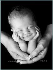 Nur ein Engels-Lächeln, um ein Lächeln von den Eltern zu haben