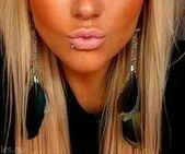 ihr lippenpiercing ist ziemlich schlicht, aber sie hat gerne perfekte lippen dafür!,  #aber #…