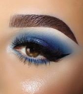 Hermosa sombra de ojos en azul profundo #eyeshadow #eyeshadowtutorial #eyeshado …   – Eye makeup tutorial
