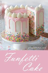 Ein feuchter Vanillekuchen mit Streuseln, überzogen mit seidiger italienischer Buttercreme …   – Food