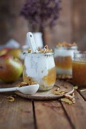 Applesauce with cinnamon cream and caramel almonds   – FOOD // SWEETS
