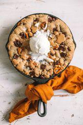 Pfanne Chocolate Chip Cookie mit Erdnussbutter