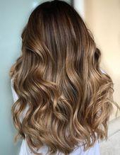 Dezent glänzender Balayage für mittelbraunes Haar   – hair