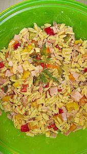 Ensalada de fideos de arroz con pimentón colorido y queso   – Partygerichte