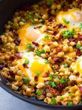 Sartén de desayuno con tocino, huevo y papa   – Food