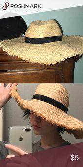 Cute beach hat ! Has been worn a few times but is still in good condition! It ha… – My Posh Picks