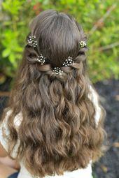 Kommunionfrisuren Kinderfrisuren Mädchen halboffene Haare Blumen – Kommunion