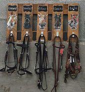 DIY Bridle Rack with Horse Head Hooks – #Bridle #D…