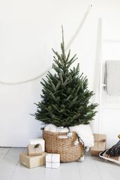 9 Minimalist Christmas Decorations You'll Want to Copy This Year