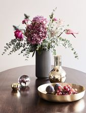 Autumn Vibes! The vase The Lyngby in trendy black makes for purist …