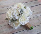 Hochzeitsstrauß aus weißen Rosen und Hortensien mit silberner Brunia und Dusty Miller   – Products