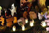 10 Cheap DIY Halloween Decorating Ideas (Indoor & Outdoor)