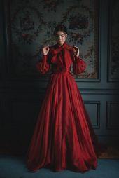 Blush Tulle bröllopsklänning och röd siden alternativ brudklänning