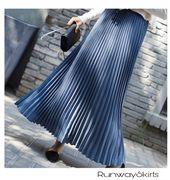 Jupe mi-longue plissée bleue   – Products