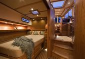 Cozy but elegant guest bedroom in the luxury yacht Sabre 40…