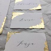 Schönes Briefpapier der schönen Kunst mit Kalligraphieschreiben und feinem Seidenband. D …   – Papeterie  – Inspiration für eure Einladungkarte & Co