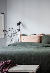 Cozy bedroom in green and grey – COCO LAPINE DESIGN