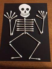 Mehr DIY Halloween Basteln und Dekorationen – Wattestäbchen Skelett