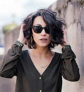 Beste Kurzhaarfrisuren für Frauen mit welligem Haar