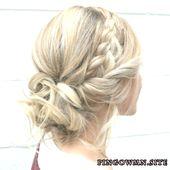 Brautjungfer Haarschnitt blondes Matte Zöpfe und Semmel himmelwärts Matte verwisc