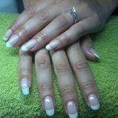 Natuurlijke nagel verstevigd met ManiQ color French.