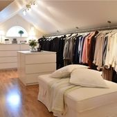 This closet has so much space, I'd just live n it. ähnliche tolle Projekte