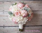 Seidenstrauß – Pfingstrose Rose und Hortensie Elfenbein und erröten Hochzeitsstrauß mit Spitzenwickel und Lammohr   – Wedding Bouquets