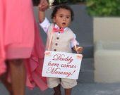 Bruiloft teken pagina jongen teken 'Daddy wachten totdat u ziet mama!'