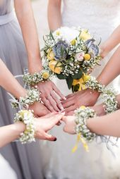 Bride with bridesmaids, maid of honor, bridemaids, Maid of Honor, flower bracelets, wedding, wedding photography