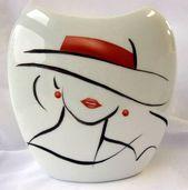"""Vase en porcelaine, peint à la predominant, Assortment """" Regards de femme """""""