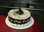 Schokoladenliebhaber Kuchen Teufel Lebensmittel Kuchen mit frischer Schokoladenmousse gefüllt, …