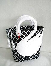 Quatrefoil Pattern White Leather Swan Tasche Tote Purse Diese und weitere Tasche…