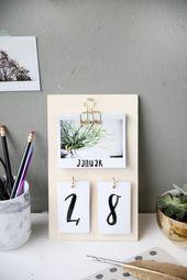 {DIY} Homemade desk calendar with Instax photos