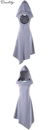 Das trendige Kleid verfügt über eine Taschentuch-Silhouette mit ausgeschnittenen Rückenpartien. Im