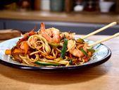 Sauté de nouilles aux crevettes en 25 minutes