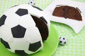Fußballkuchen, ein schönes Rezept aus der Kategorie Party.   – Geschenke für Fußballfans
