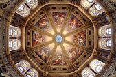 Kirchendecken, die wahre himmlische Panoramen sind