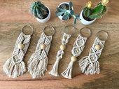 Übergroße Makramee-Schlüsselanhänger von Hand gefertigt. Hergestellt mit 3mm … , #3mm #DIY…