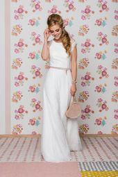 Brautkleid im Vintage Stil aus wundervoller Spitze mit coolen Accessoires. Hast …