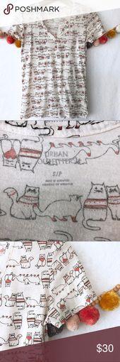 {Urban Outfitters} Winter Cat Shirt mit V-Ausschnitt Entzückendes Oberteil von Urban Outfitters. C … – My Posh Picks