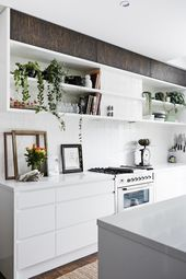Inspirational White and wood kitchen with a tropical vibe at Magnolia house Holiday Home