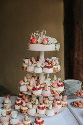 Colorful DIY wedding in Gut Schwarzerdhof with espresso bar   – Hochzeitstorte – Wedding Cake